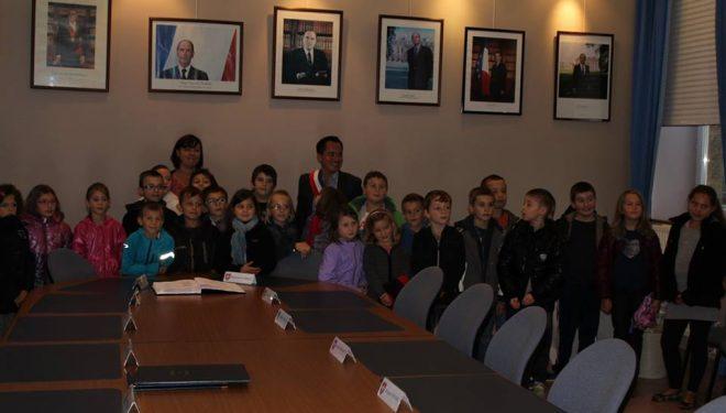 Visite des classes de l'école primaire à la Mairie