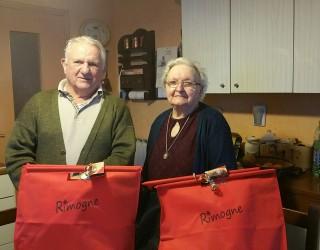 Distribution des colis de Noël aux anciens